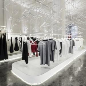 طراحی دکوراسیون مغازه با رنگ سفید