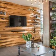 دیوار پشت تلویزیون با چوب