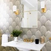 دیزاین حمام با کاغذ دیواری