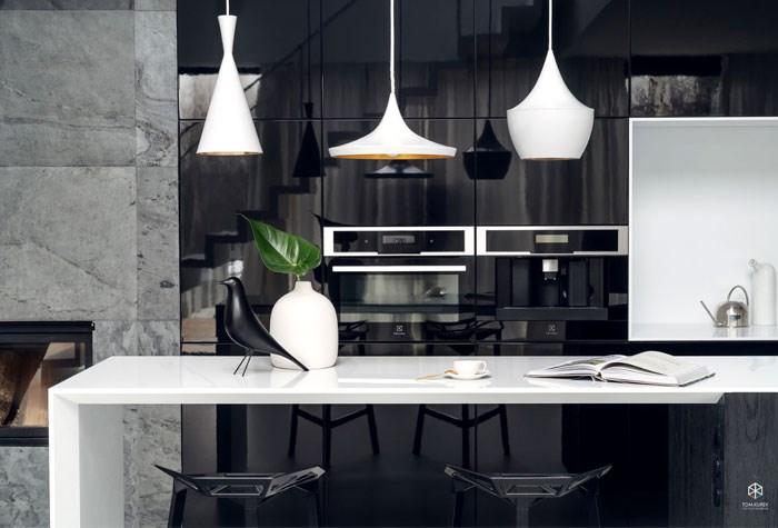 طراحی داخلی منزل با رنگ سفید مشکی